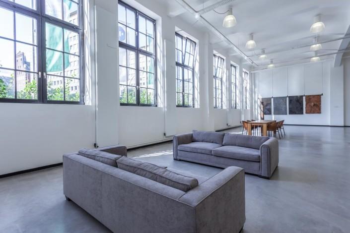 Couches und Fenster der Barlach Halle K