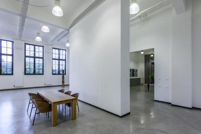 Blick richtung Eingangsbereich mit verstellbarer Wand